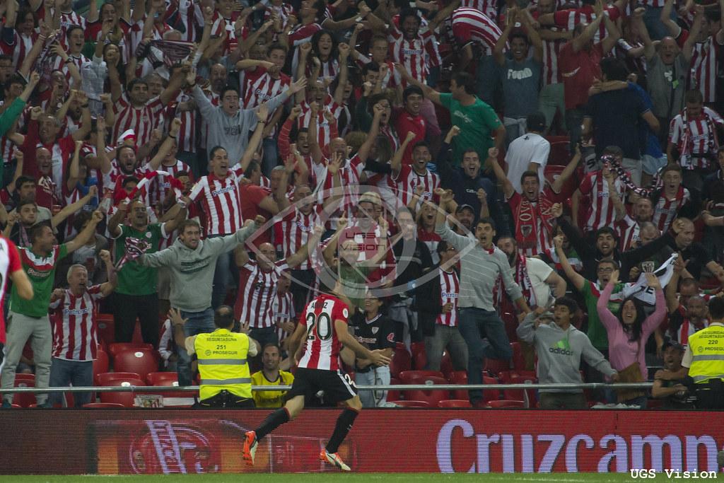 Aduriz celebra un gol ante el FC Barcelona