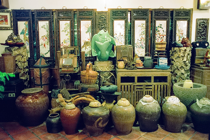 © 2016. A collection of pottery, teapots and other items at Yu Zai Fan Shu Tea Stall (九份芋頭蕃薯) in Jiufen. Monday, Sept. 5, 2016. CineStill 800T +2, Canon EOS A2.