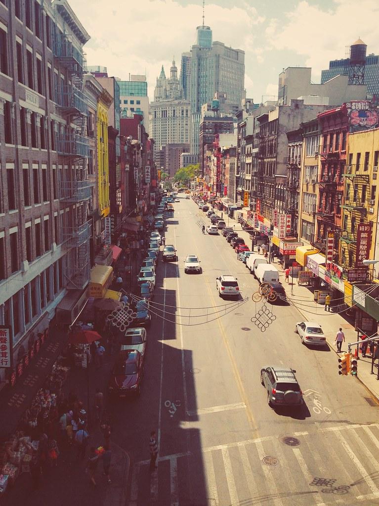 A Manhattan Bridge termina em Chinatown, com esta vista.