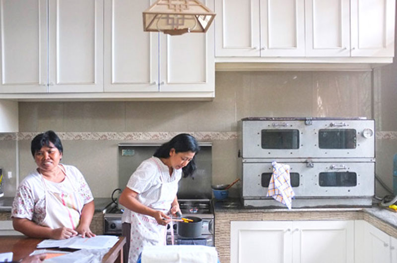 emmasdesserts-kitchen
