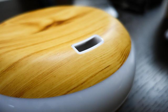 加湿器 木目調 アロマ ディフューザー Tlastech 300ml大容量 アロマ 超音波式 ディフューザー 空気浄化器 空気清浄機 ムードランプ 省エネルギー 静音 空焚き防止 抗菌消臭機能 7色変換LED搭載 時間設定 部屋 会社 ヨガなど各場所用