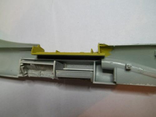 Pas-à-pas : Vought F-8E Crusader [Academy 1/72] 30210872176_41d4b5b3cc_o