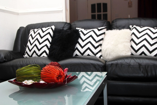 sofas-with-chevron-pillowcase