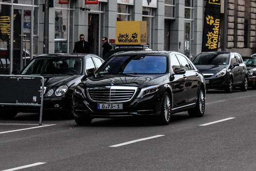 Germany diplomatic qatar mercedes benz s class w222 for Mercedes benz qatar