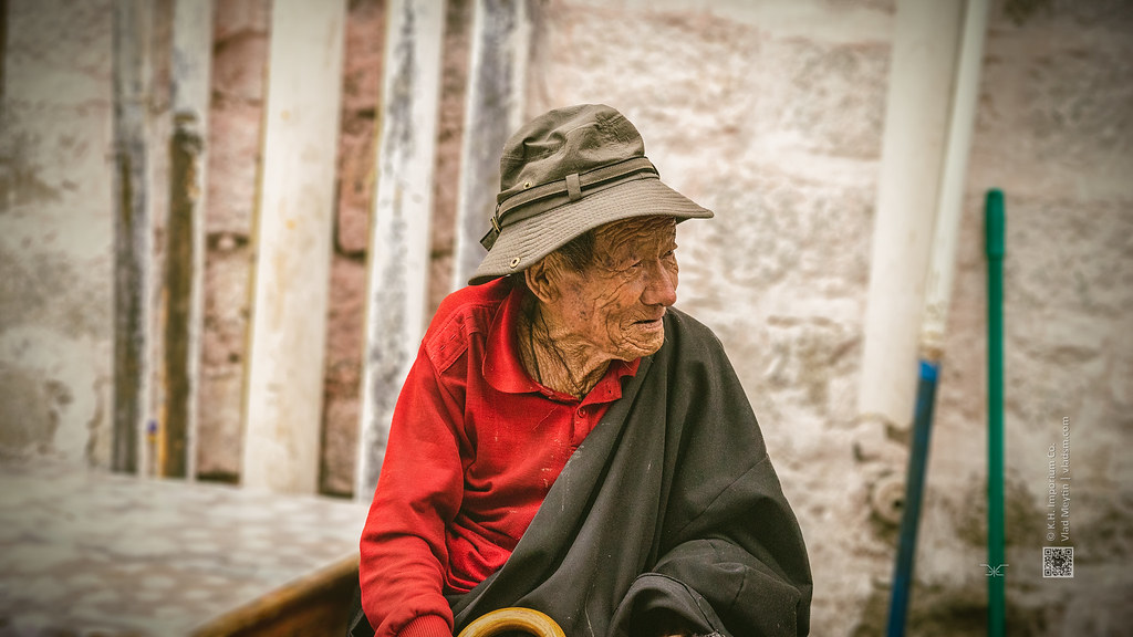 Tibet, candid shot of an old man sitting and looking at something (Lhasa, China), 06-2016, 82 (Vlad Meytin, vladsm.com)