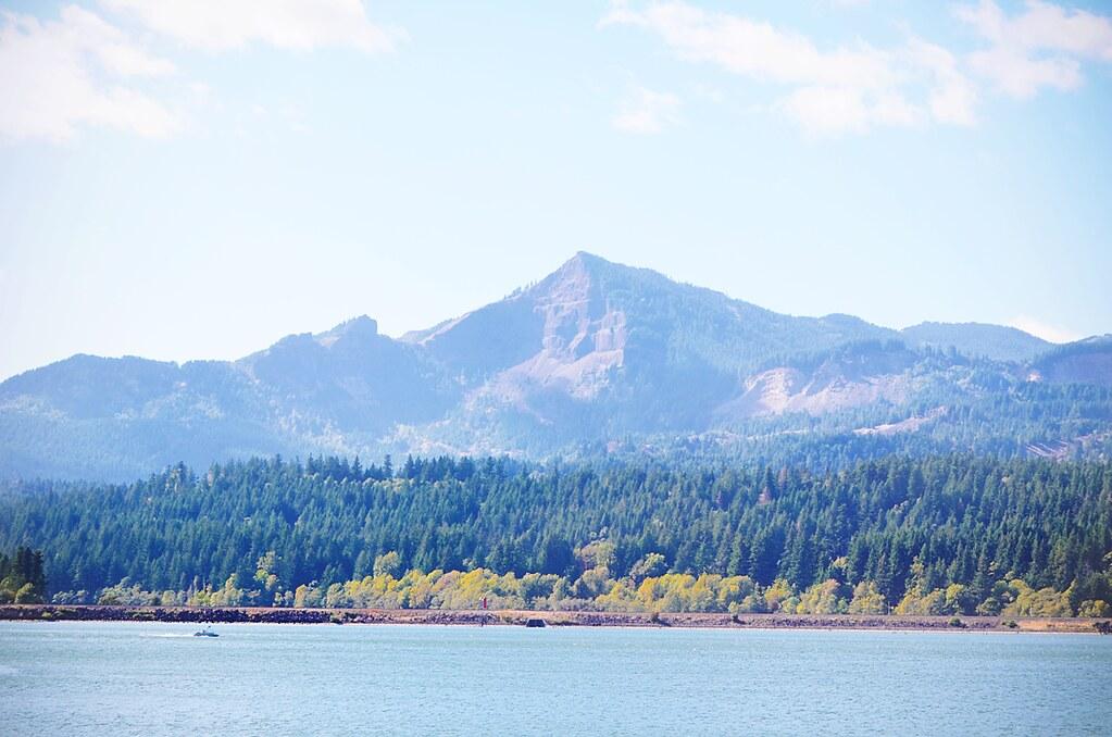 Columbia River Gorge - uitzicht op de staat Washington vanuit de staat Oregon | via It's Travel O'Clock