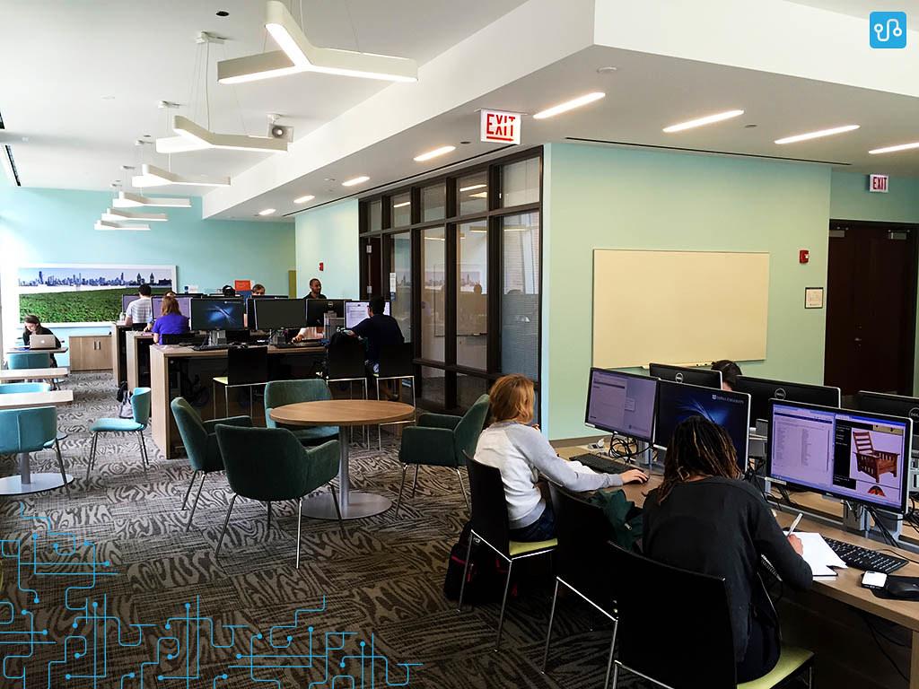 Um dos laboratórios de computadores da universidade