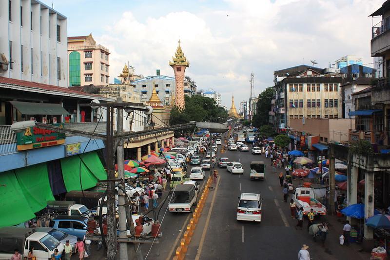 Пагода Суле, вид на улицу