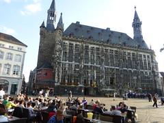 Vor dem Rathaus in Aachen