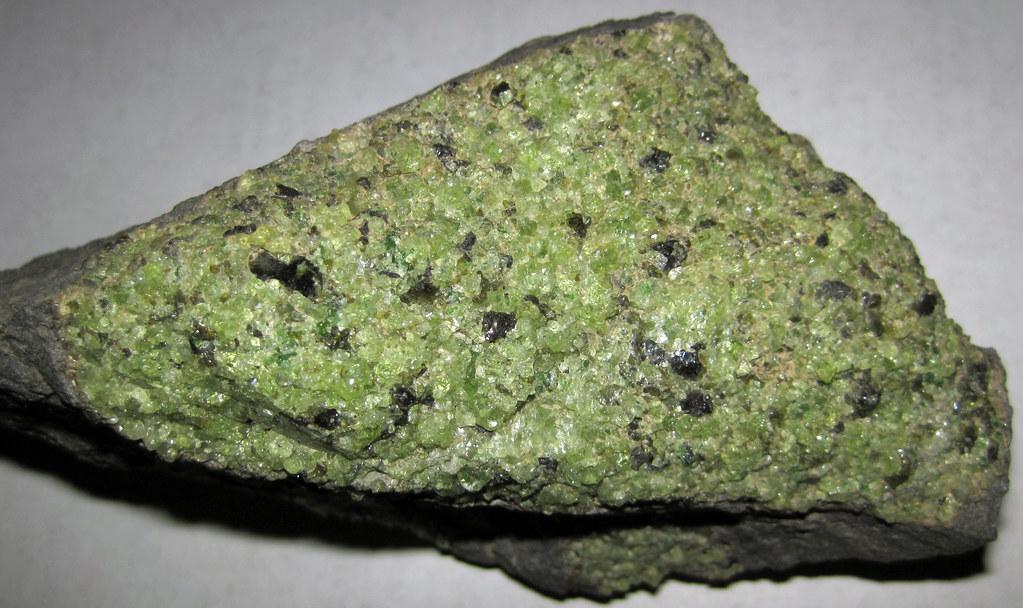peridotite mantle xenolith in vesicular phonotephrite per