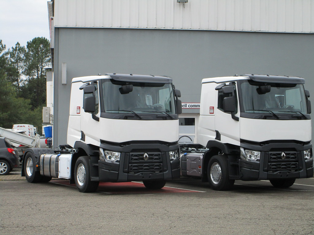 Renault t night day cab garage renault trucks st paul le for Garage renault avesnes le comte