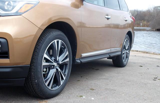 2017 Nissan Pathfinder 4WD Platinum
