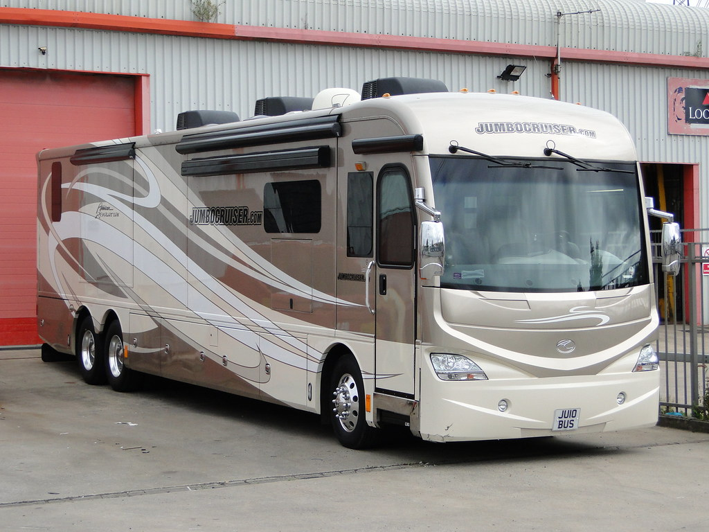 Jumbocruiser american coach american revolution motorhome for Motor coaches with 2 bedrooms