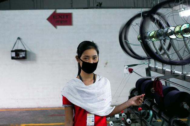 在孟加拉,有非常多女性投身加工出口区的生产线工作,但这真的是她们通往独立自主的路径吗?(照片来源:Mohammad Moniruzzaman / Flickr)
