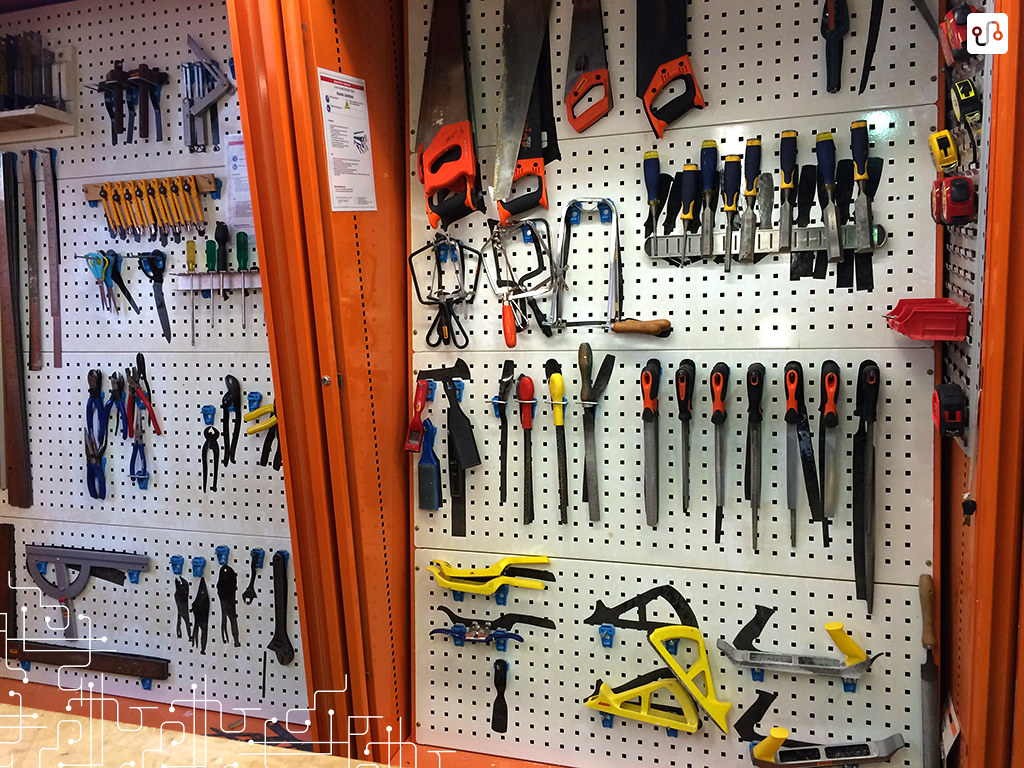 Um dos painéis de ferramentas disponíveis na oficina da RMIT