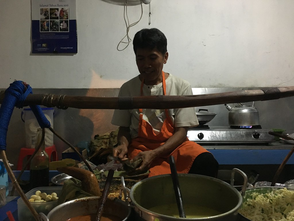 A warung serving nasi tahu