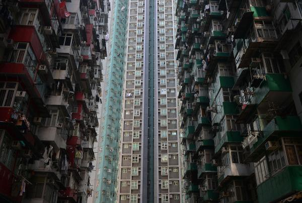 Mr LEUNG Chun-ying: Hong Kong property prices are falling, tourists visiting Hong Kong worrying