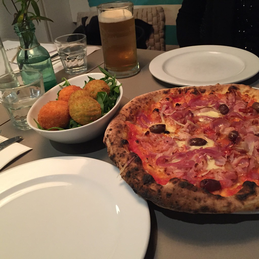 a dinner of pizza and arancini balls shared with a friend