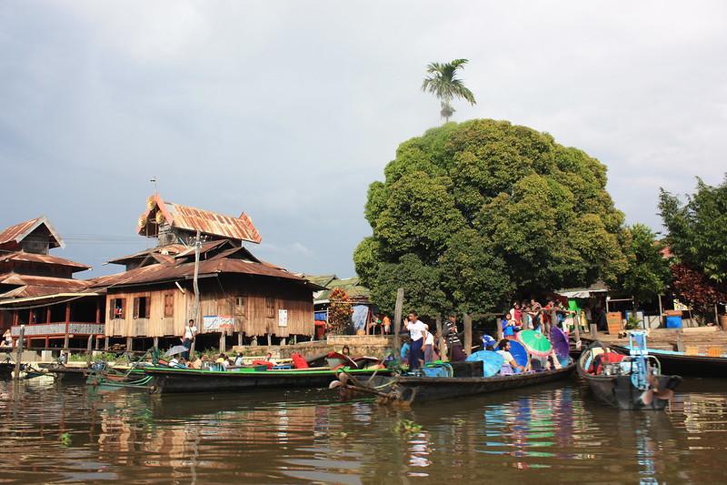 Мьянма, жизнь на озере