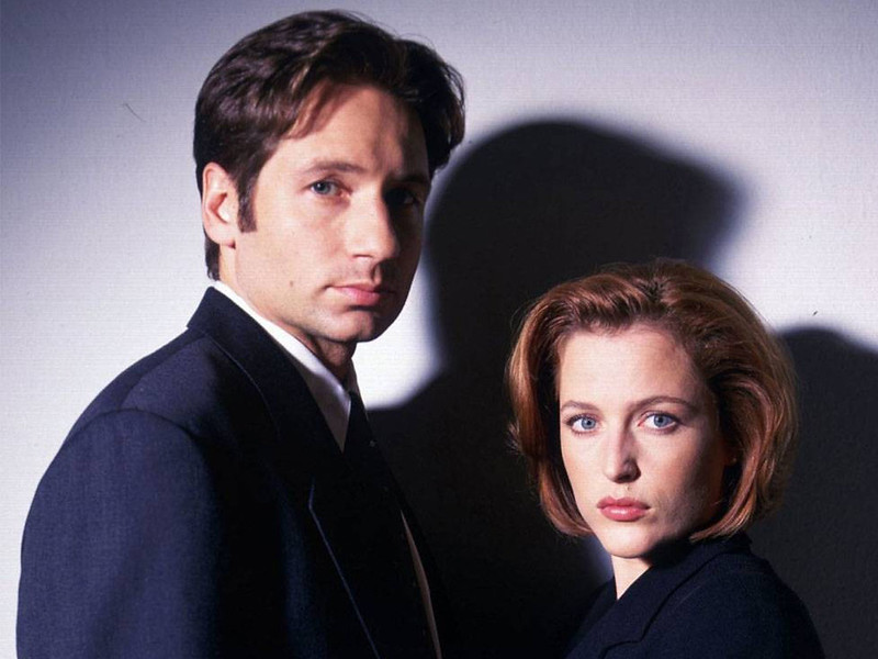 in-true-mulder-and-scully-fashion-i-have-finally-uncovered-a-handful-of-behind-the-scenes-477704