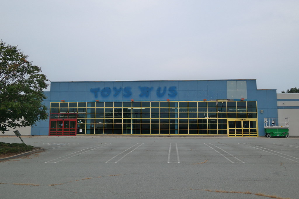 Toys For 9 And Up : Outside abandoned toys r us richmond va aaron f