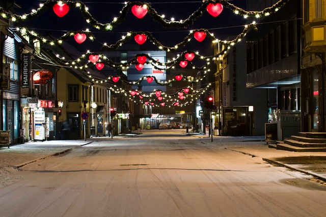 Calle de Trondheim iluminada para Navidad