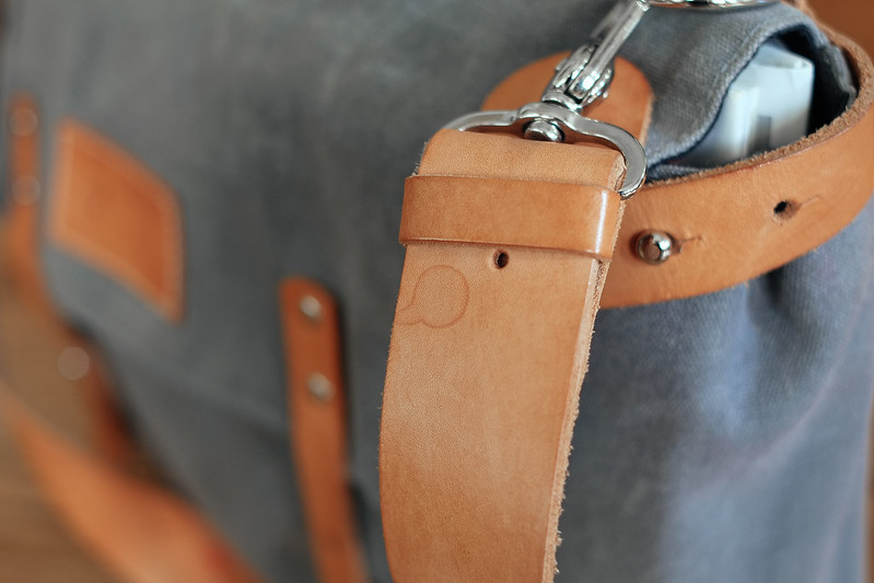 Ugmonk Messenger Bag patina rain drop