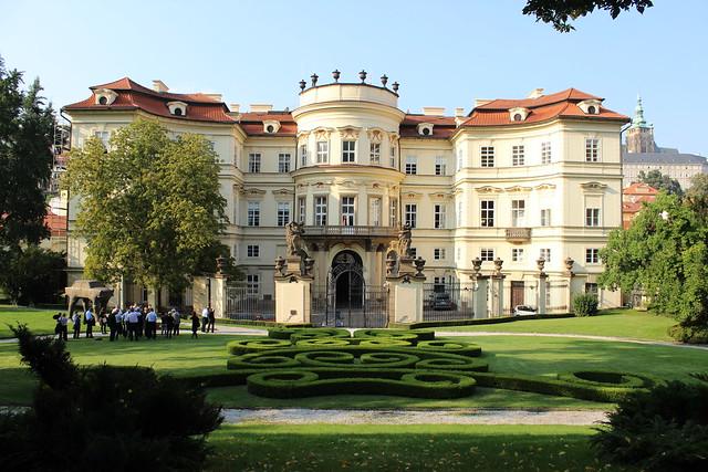 Deutsche Botschaft, 25 Jahre danach