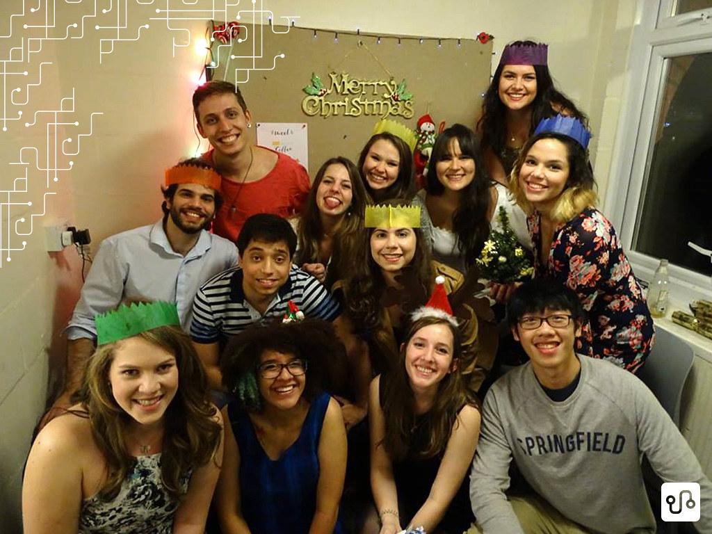 : O Natal, uma data na qual eu pensei que ficaria mal, foi um dia muito feliz principalmente pelo fato de eu ter ficado com eles. Mas como nunca conseguimos tirar uma foto com todo mundo, faltam quatro pessoas