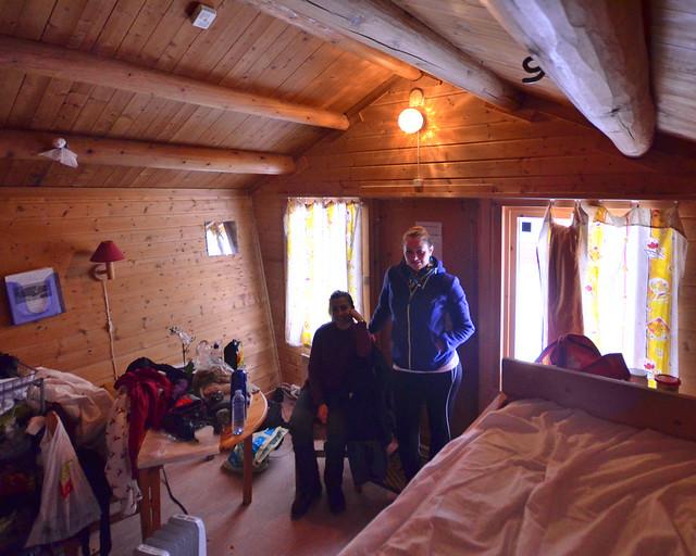 Interior de una de las cabañas de madera del Camping de Tromso