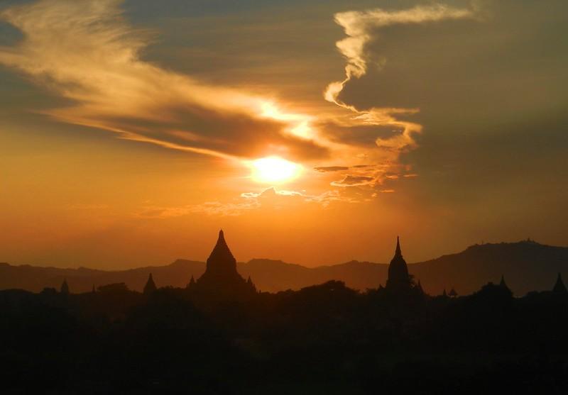 Швесандо (Shwesandaw Paya)  баган закат
