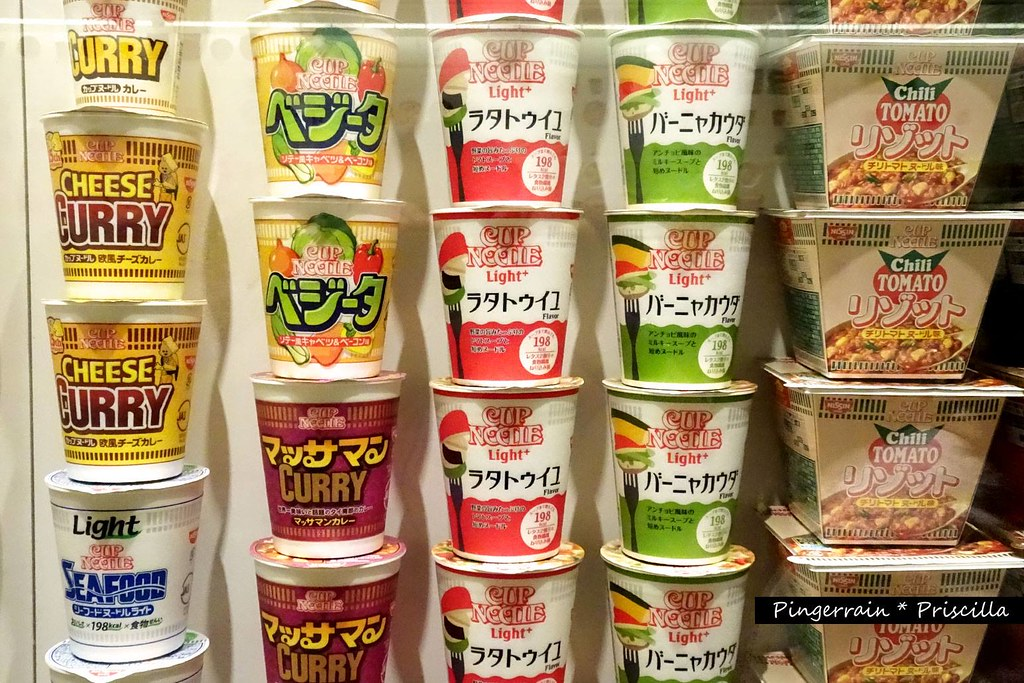 Display of instant cup noodle cup design