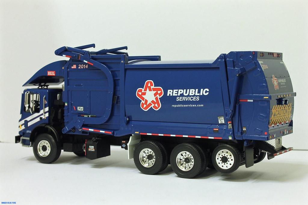 First Gear Republic Services Trash Truck Republic Front