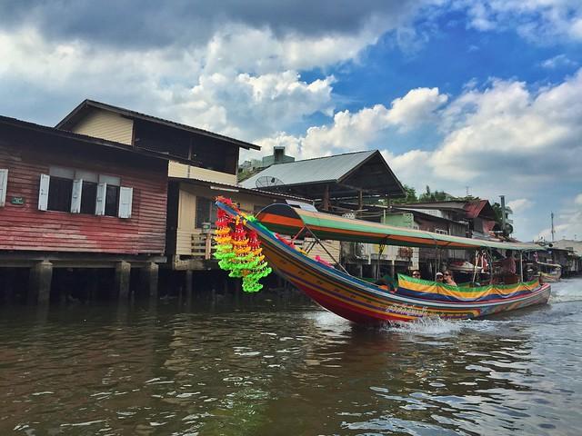 En barco por los khlongs de Thonburi (Bangkok)