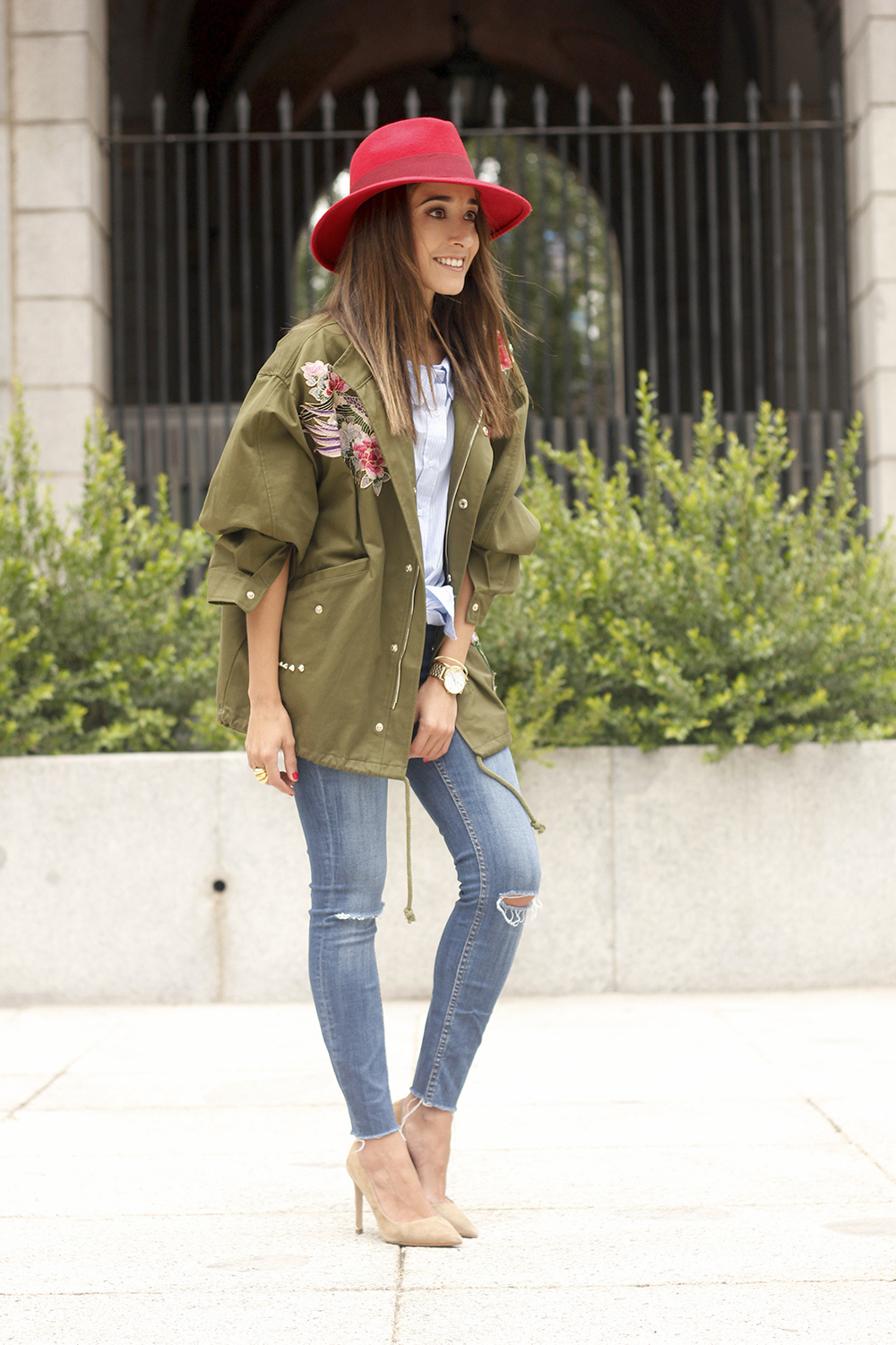 Green Parka Jeans nude heels red uterqüe hat style fashion13