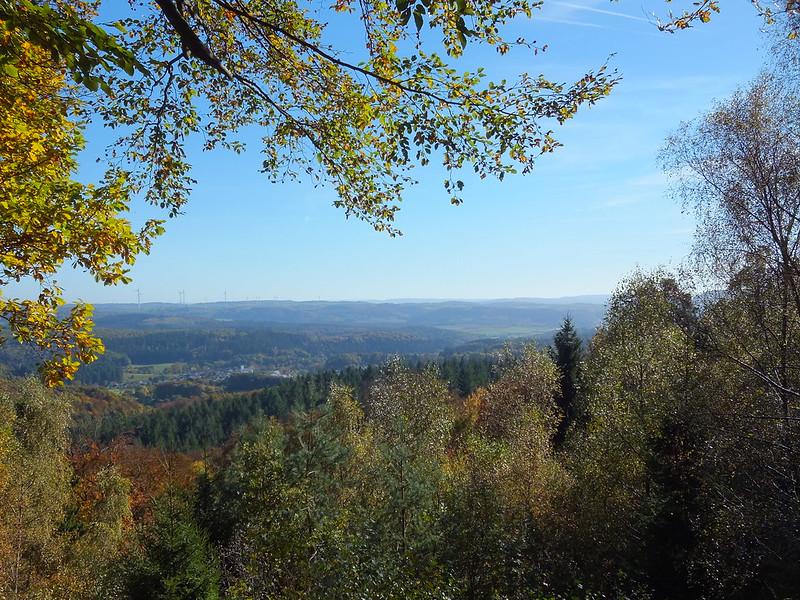 Blick auf Hausbach vom Schönertskopf (zum Vergrößern aufs Bild klicken!)