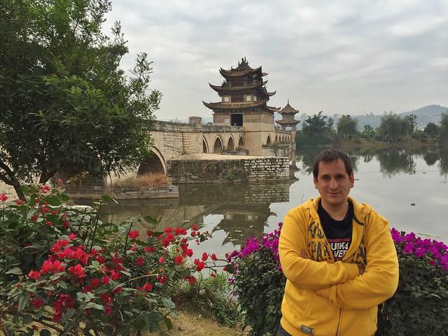 Sele en el Puente de los dos dragones (Yunnan, China)