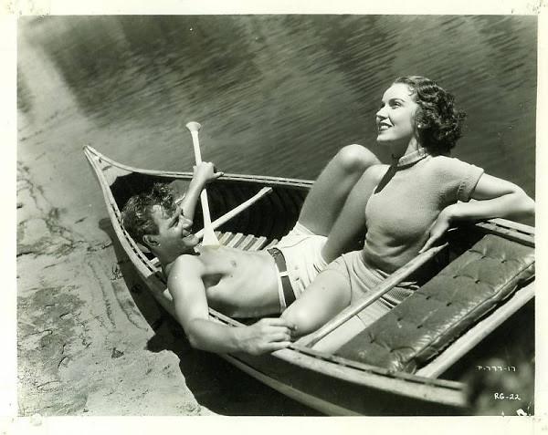 ретро фото пара в лодке
