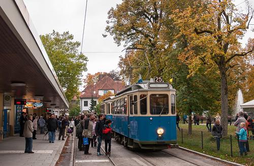 Großer Andrang auf die Museumswagen in Grünwald