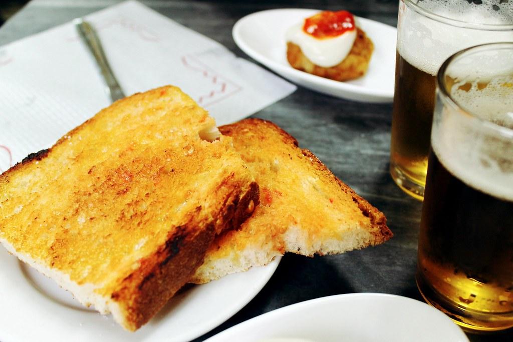 Guia de onde e o que comer em Barcelona - La Cova Fumada