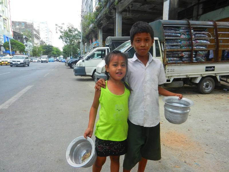 Янгон, дети