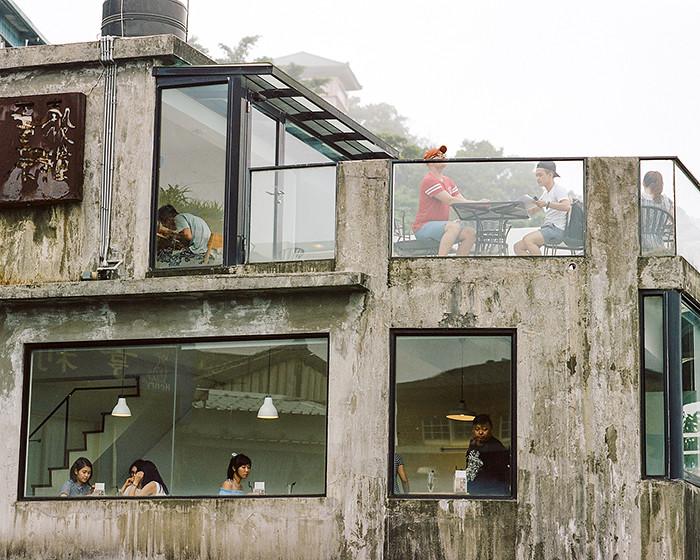 © 2016. A restaurant in Jiufen. Monday, Sept. 5, 2016. Portra 400+2, Pentax 6x7.