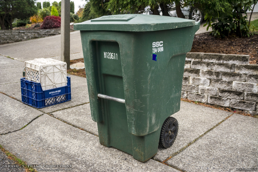 Sanitary Service Bellingham : Sanitary service company gallon toter trash cart
