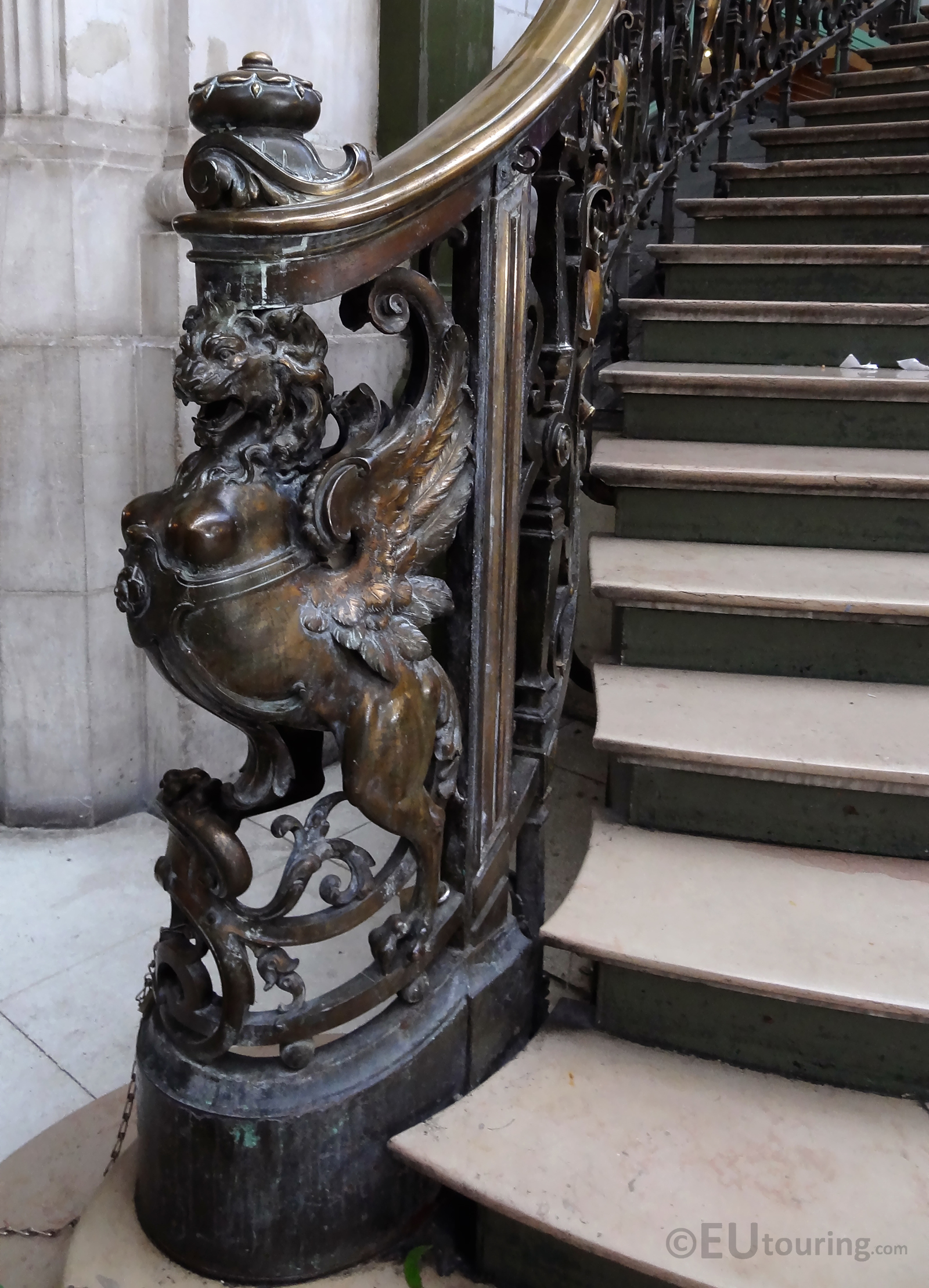 Newel within Gare de Lyon
