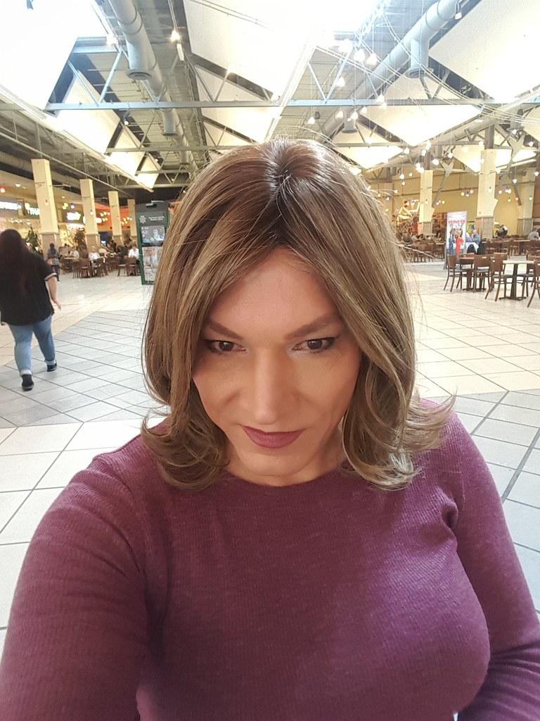 Susan Miller At Clackamas Town Center Out Shopping At