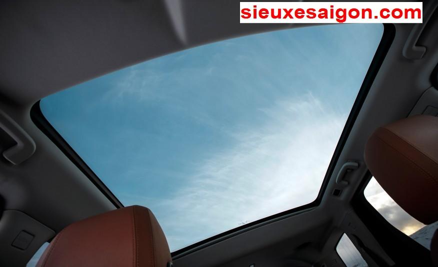 Nội thất xe Land Rover new Discovery SPort màu da bò - cửa sổ trời