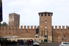 Outside Castelvecchio IMG_1014
