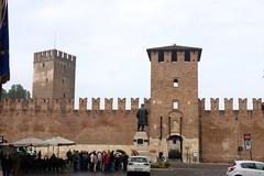Outside Castelvecchio IMG_1014
