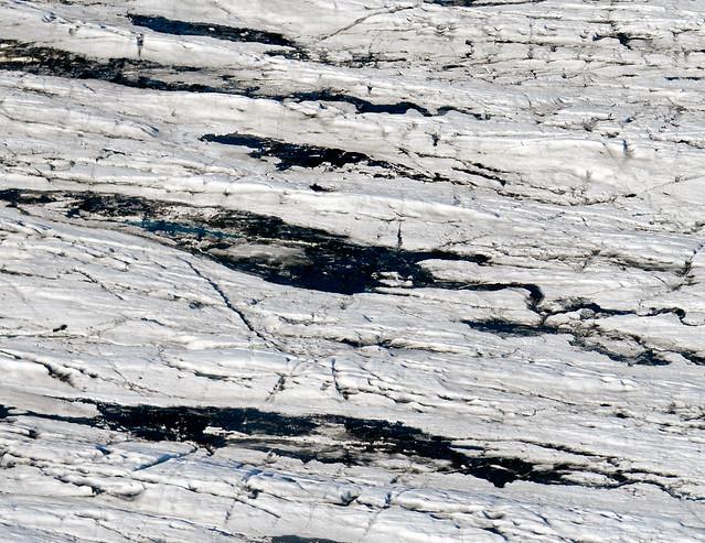 Gigantescas grietas de lava y hielo vistas desde el aire en Islandia
