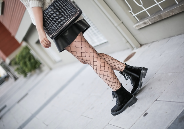 look tendencia medias rejilla falda abotonada botas terciopelo stradivarius myblueberrynightsblog6